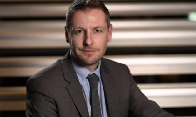 """VP Magnus Bach, Vestas: """"Derfor sponserer vi som BtB virksomhed Mercedes i Formel E"""""""