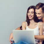 Hvad siger forbrugerne til reklamer, der læner sig op af et medie?