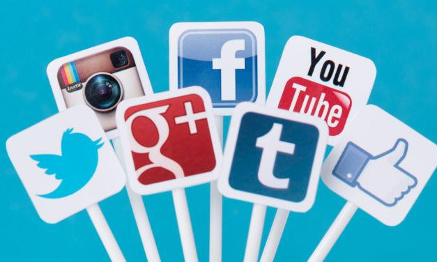 Hvor går Julie og Mathias hen, når de logger af Facebook?