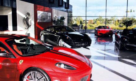 Når vi præsenterer en ny Ferrari model er musikken i vores showroom defineret fra Italien